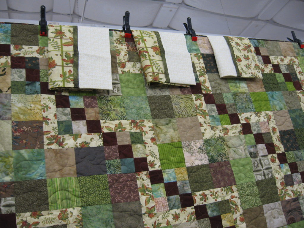The quilt comes with three matching pillow cases